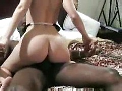 Interracial cuckold sex with the married white chick bouncing on dick